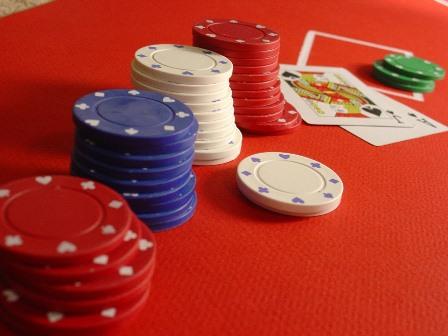 Cara menaklik suratberharga Poker Online